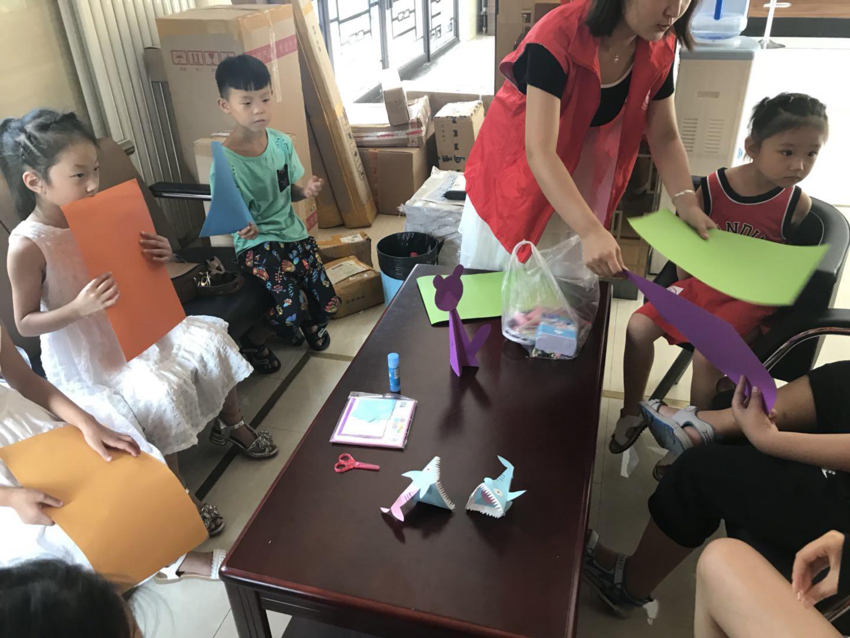 绿地滨湖社区组织小朋友开展暑期手工制作活动