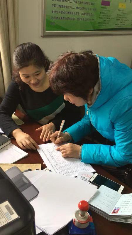 格桑平措:社区开展城镇独生子女父母奖励扶助审