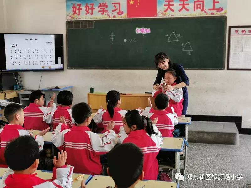 送学习用品,教师一对一帮扶 郑东新区聚源路小学赴卢氏县一小学开展送课活动