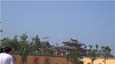 """陕州地坑院上演""""空中大片"""",无人机竞速技巧大赛开幕!"""